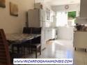 B Sala Visualizando Porta De Acesso E Cozinha A Direita